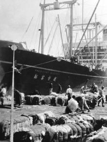 Während er immer noch in seinen Jugendjahren war, reiste L.Ron Hubbard mit dem Schiff zu einem damals exotischen und geheimnisvollen Asien; Foto von L.Ron Hubbard.